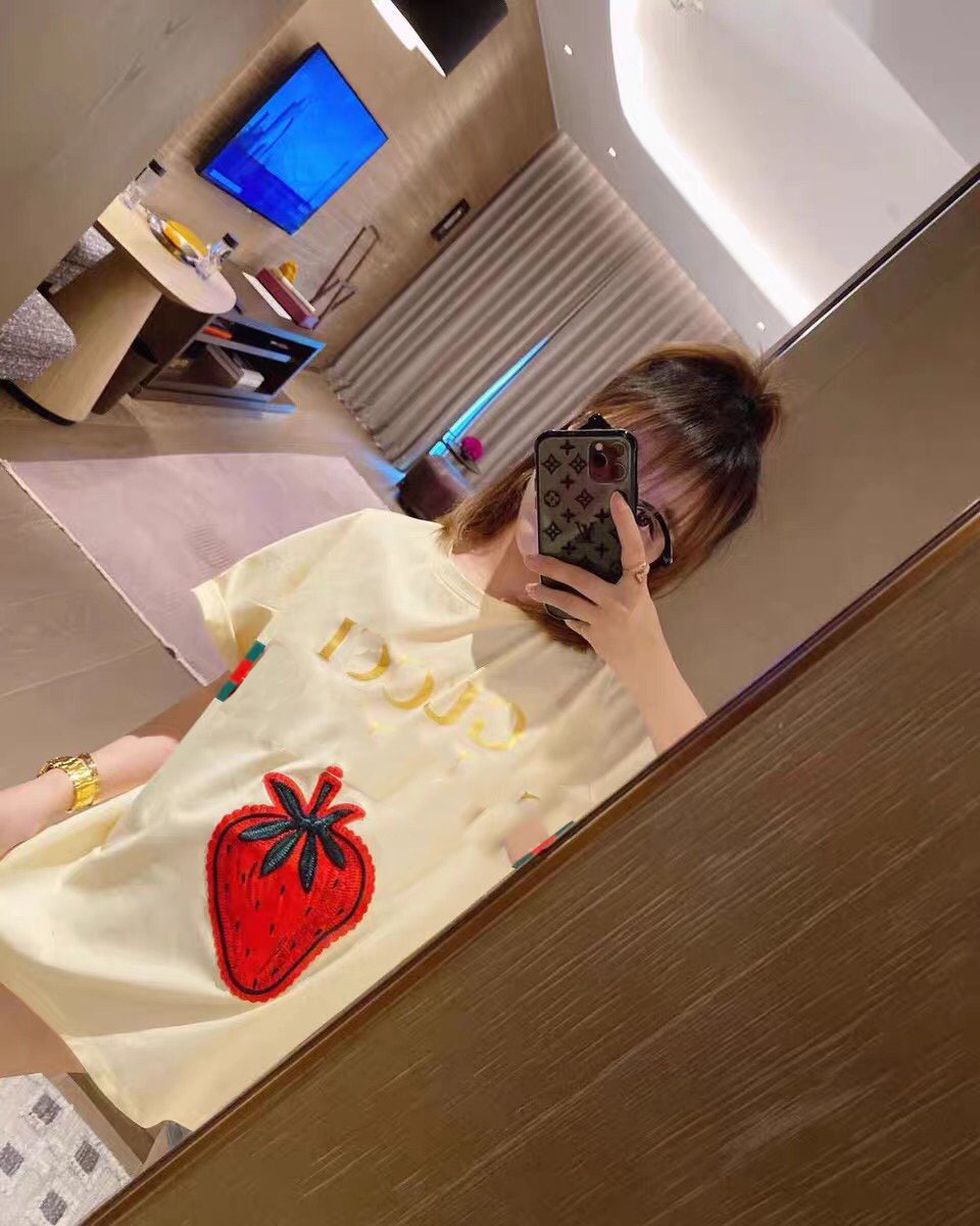 20SS New Ladies Top Loose Fashion Luxury G Home Ss Three-dimensional Embroidery Strawberry Short-sleeved T-shirt 127313 MB 1