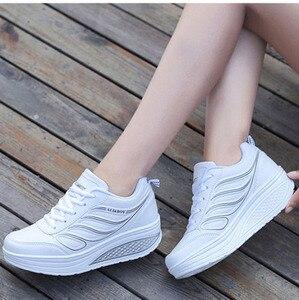 Image 4 - كاوكوم بالجملة أسود المرأة أحذية رياضية المرأة وسادة هوائية سميكة القاع الاحذية حذاء كاجوال أحذية منصة CYL