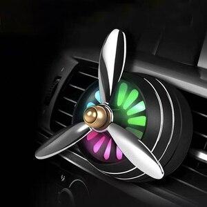 Image 1 - מיני LED רכב ריח מטהר אוויר מיזוג סגסוגת אוטומטי מכונית לשקע בושם קליפ טרי ארומתרפיה ניחוח אווירה אור