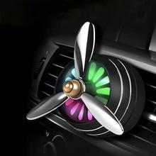 Mini ambientador con LED para coche, ambientador con aroma de aleación, Clip de ventilación automático, Perfume de salida, fragancia fresca para aromaterapia, luz de ambiente