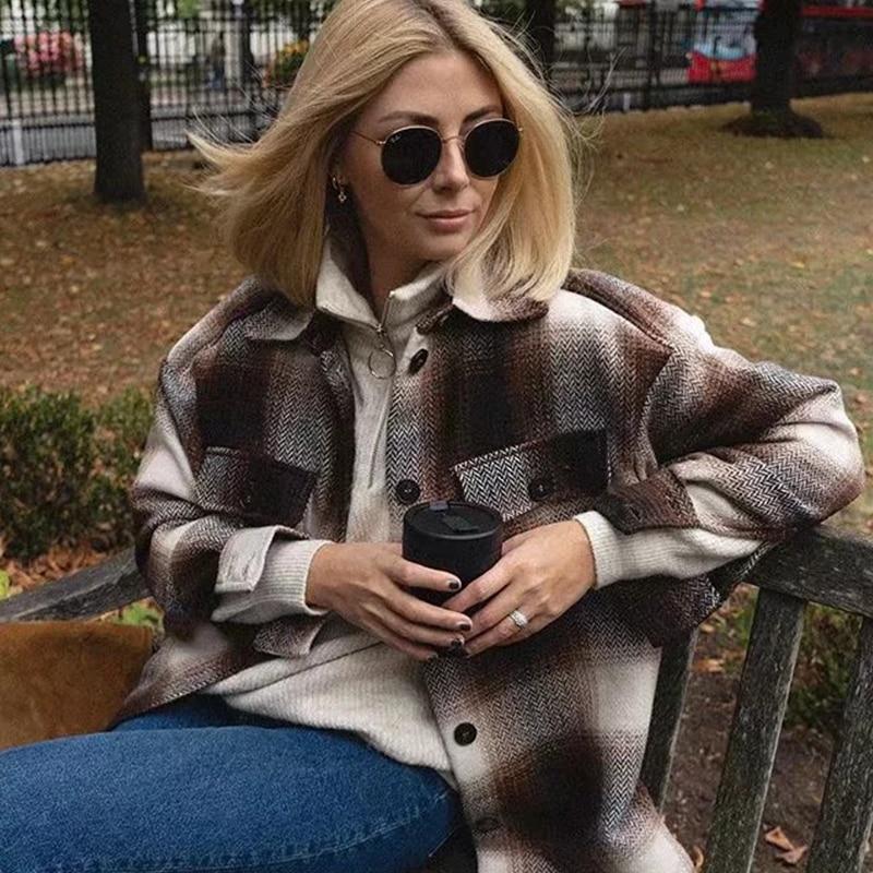 2020 Spring Cotton Plaid Women Jacket Oversized Split Hem Pockets Overshirt Casual Lapel Collar Long Sleeve Button Jackets Coats