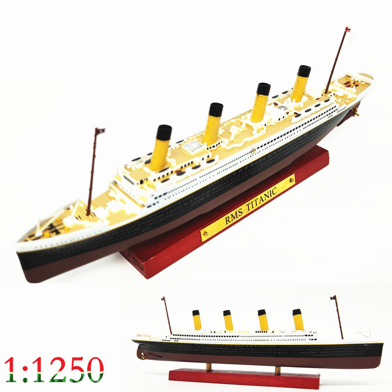 1:1250  Titanic  Luxury mail  Alloy passenger ship model  Finished ornaments in coloring