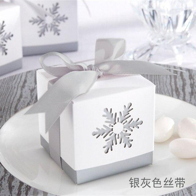 """100 pièces boîtes à bonbons de mariage """"rêves dhiver"""" blanc Laser coupe flocon de neige faveurs de mariage cadeaux"""