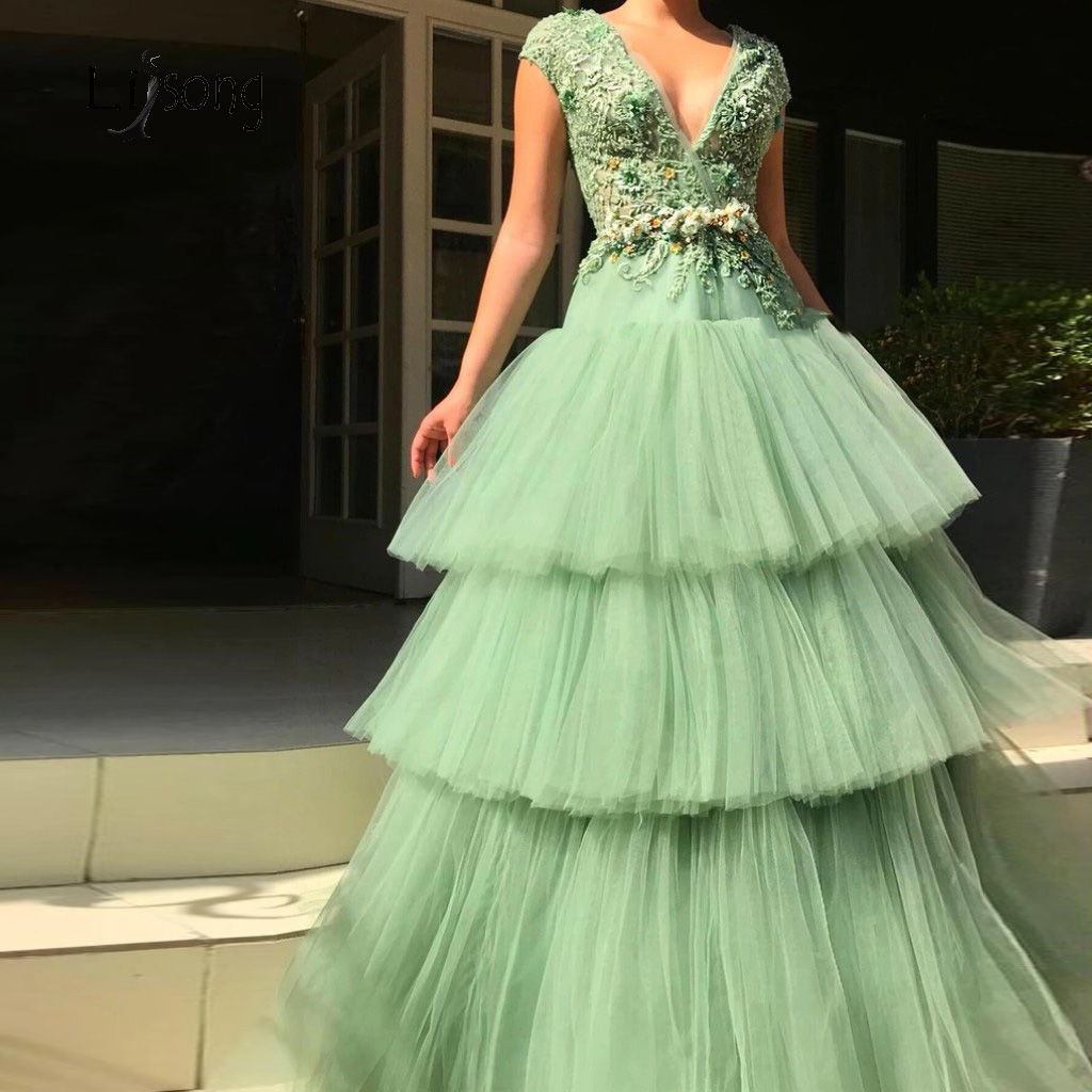 2019 Mint Green Lace Beaded Evening Dresses Tutu Ruffles Tiered Ball Gowns Floral Long Prom Gowns Appliques
