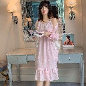 Image 4 - ฤดูใบไม้ร่วงใหม่ฝ้ายลูกไม้หวานเจ้าหญิงผู้หญิงRobe Twinsetสปาเก็ตตี้ชุดชุดนอน