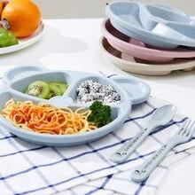 O treinamento anti-quente que come a forquilha da colher da bacia do alimento os produtos do bebê que alimentam o jogo dos utensílios de mesa dos desenhos animados pratos das crianças