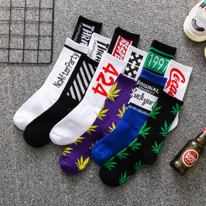 Tide Socks Men's Tide Brand Street Maple Leaf Middle Tube Stockings Cotton Hip-hop Personalized Sports Basketball Socks