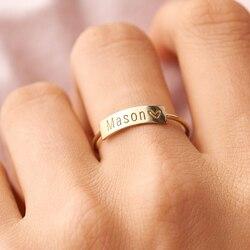 Minimalistyczny prostokąt sygnet dla kobiet spersonalizowana nazwa znaczek zespół złoty Tone biżuteria ze stali nierdzewnej niestandardowy początkowy prezent