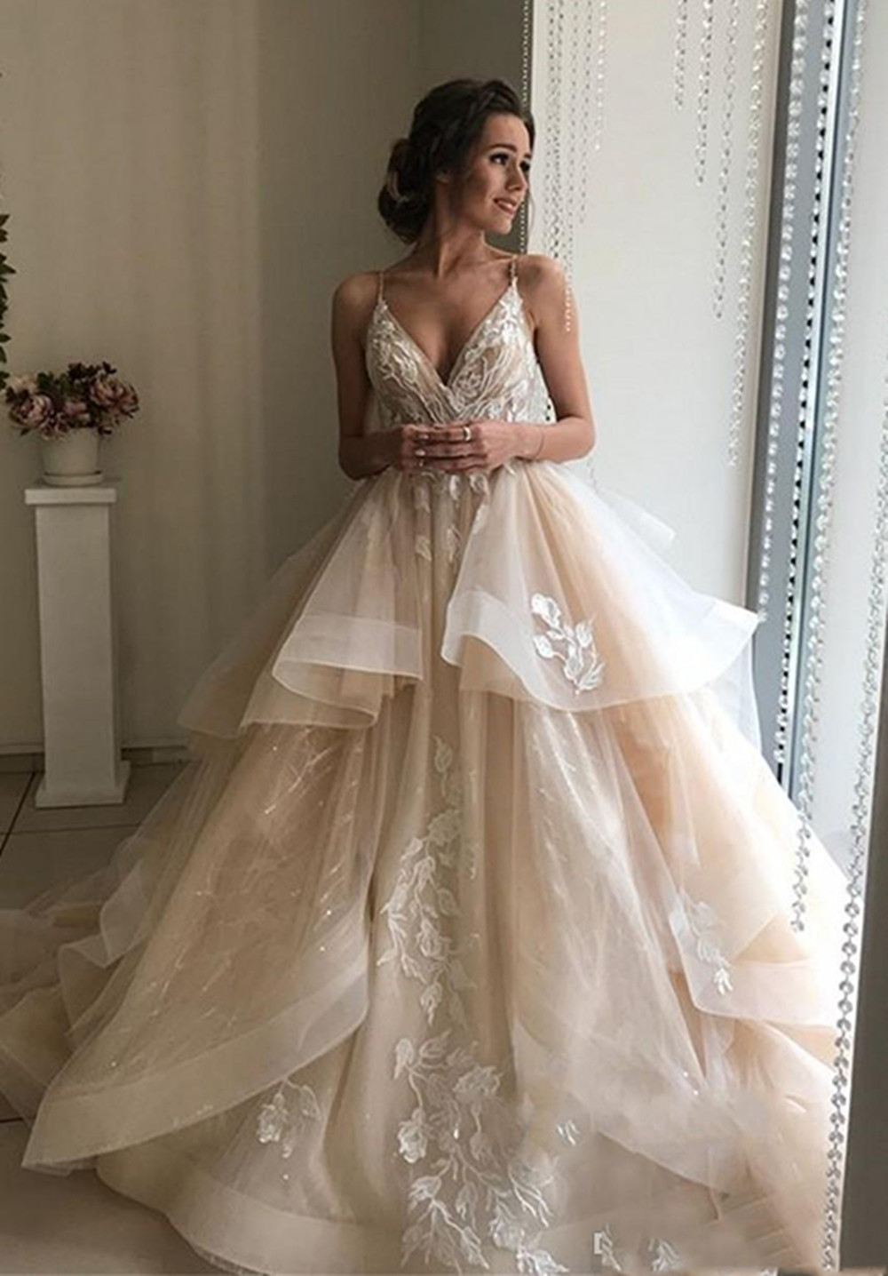 Pretty Champagne Floral Lace Wedding Dresses 2020 Sexy Backless Ruffles Puffy Bridal Gowns Beach Wedding Gowns Vestido De Noiva