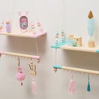 2019 New Candinavian Suspended Baby Room Shelf Kids Camera Design Pearls Clothes Hanging Rack Wooden Swing Home Storage Hogard