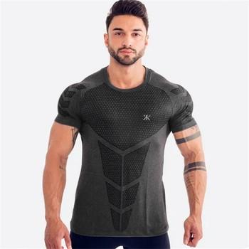 Męskie koszulki do biegania szybka kompresja na sucho t-shirty sportowe Fitness Gym koszulki do biegania koszulki piłkarskie męska koszulka sportowa tanie i dobre opinie Pasuje prawda na wymiar weź swój normalny rozmiar Oddychająca short Sleeve Compression Shirt Men Quick Dry Gym T Shirt