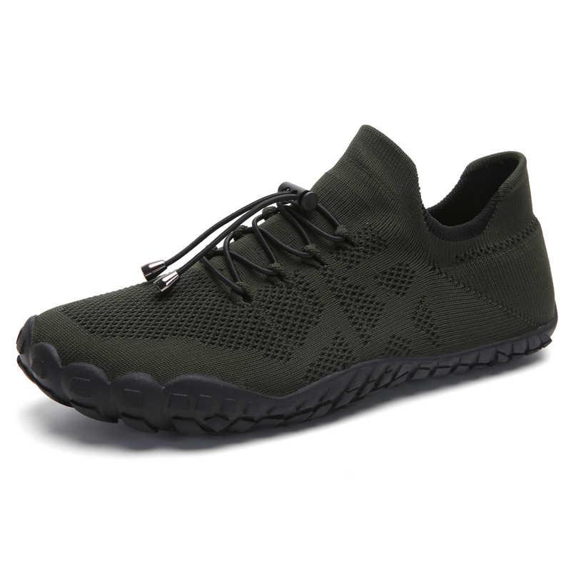 2019 nowych mężczyzna buty do wody wysokiej jakości pięć Toe oddychające mężczyzna jogi boso obuwie sportowe czarne szare męskie Aqua trampki