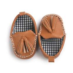 Для маленьких мальчиков и девочек из искусственной кожи с кисточками и подвеской; кожаные мокасины для малышей; обувь принцессы для