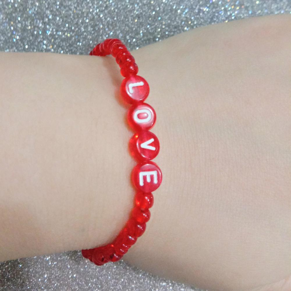 2020 New New Red Acrylic Beads 26 Letters Bracelets For Women Fashion Simple Stretch Letter Love Bracelet Elastico Duftgold