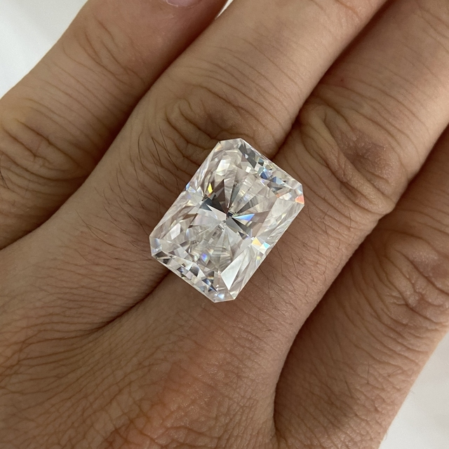 Moisangna Synthetic Lab Grown Created Radiant Cut 8x12mm D VVS 5 Carat Moissanite Gemstone for Engagement Ring 6
