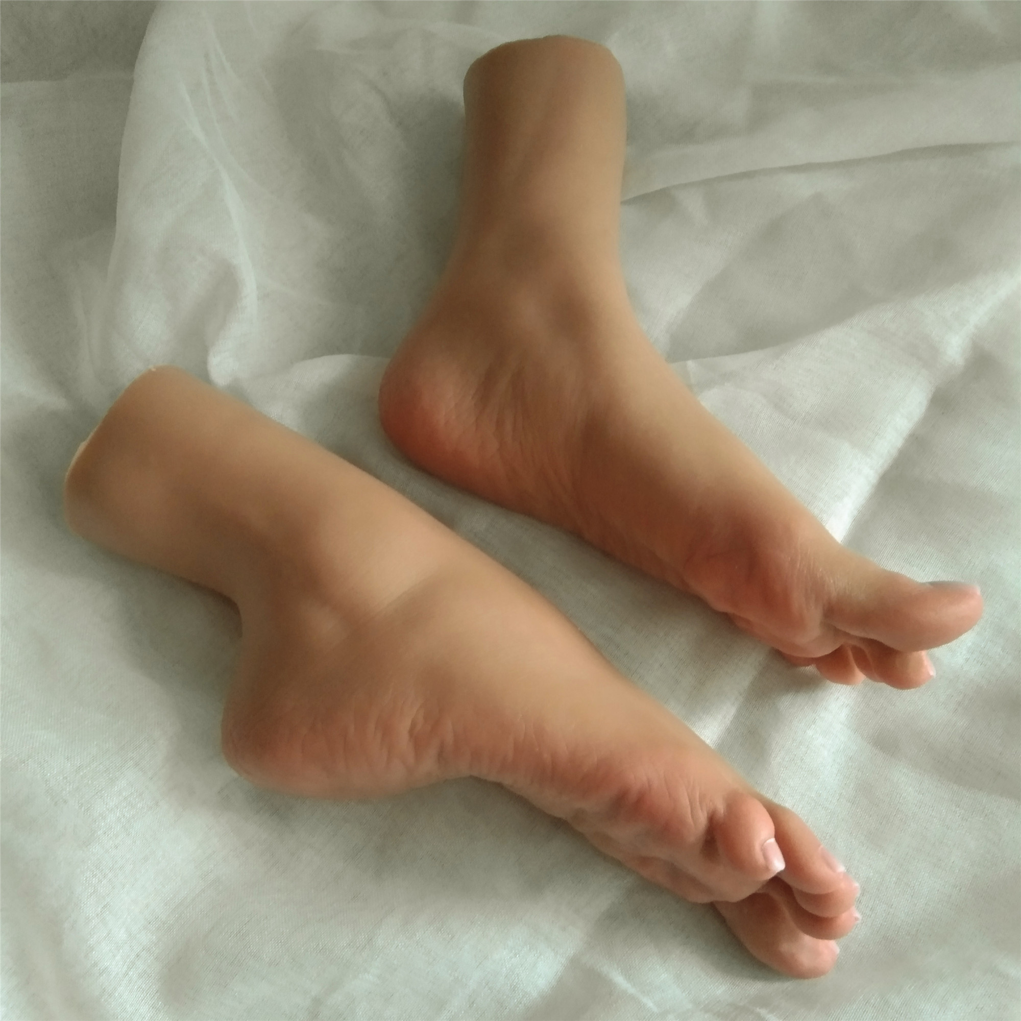 1 Pair Newest Sex Solid Silicone Dolls Fake Women Foot Feet  Worship Dolls Wrinkles Sole Tanning Skin