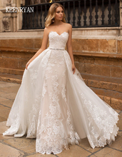 Женское свадебное платье со съемным шлейфом и бисером