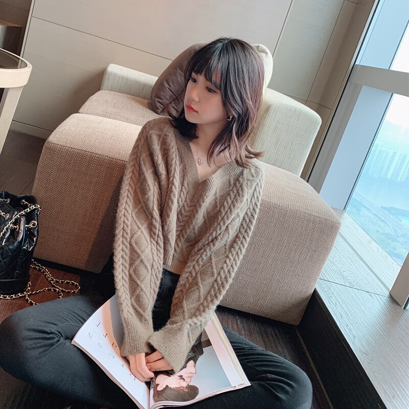 Mishow 2019 Autumn Fashion Vneck Short Knit Sweater Women Causal Loose Solid Knit Pullover Tops MX19D5551