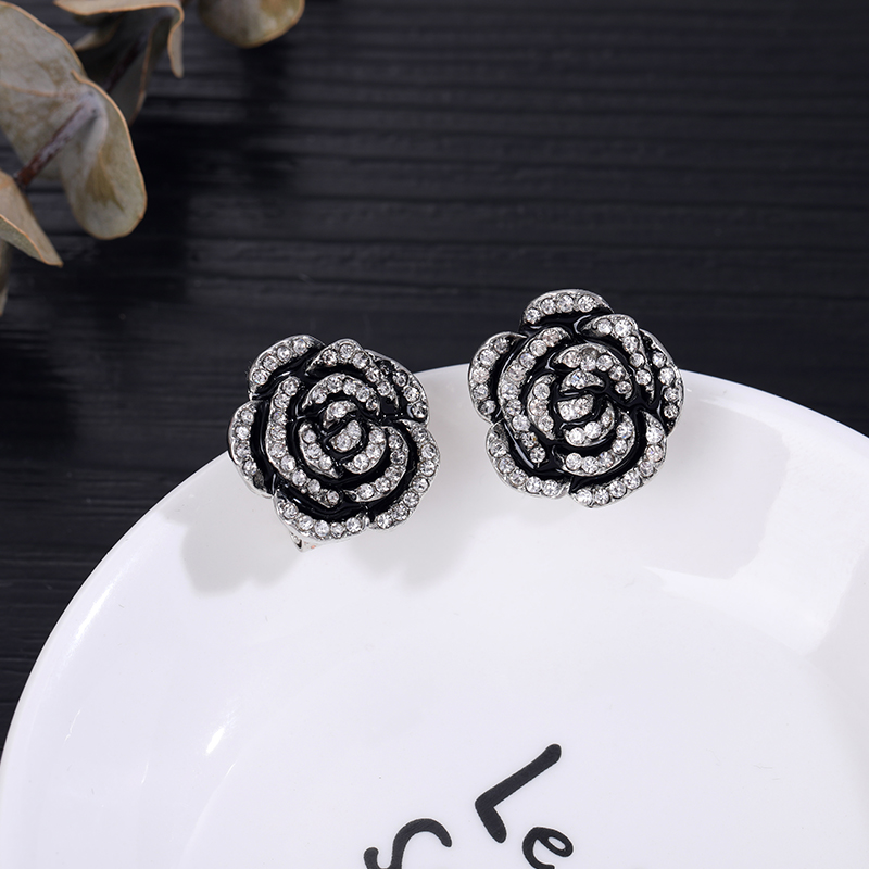 Famous Design Golden White Flower Earring For Women Letter Pearl Cap Trendy Luxury Jewelry