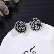 Ünlü tasarım altın beyaz çiçek küpe kadınlar için mektubu inci kap moda lüks takı