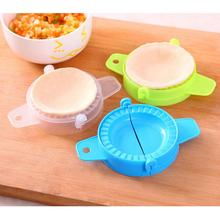 Manual Pinch Dumplings Mold Kitchen Accessories Home Quality Plastic DIY Package Water Tools Color Artifact Maker