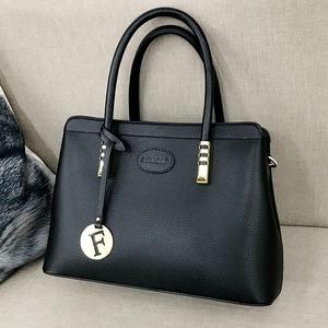 Image 2 - 2019 New Fashion Bag Womens Genuine Leather Luxury Handbags Women Bags Designer Female Shoulder Bag Purse Bolso Mujer