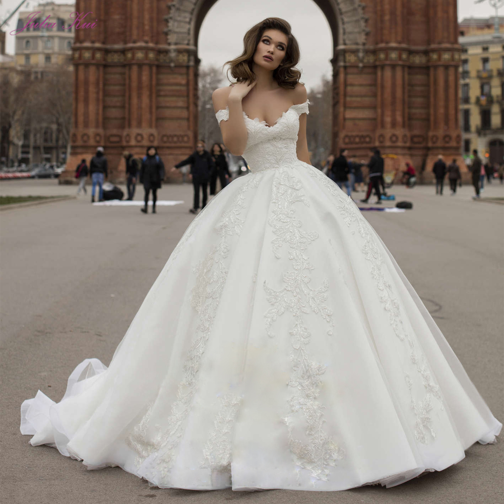 Julia Kui High Quality Luxurious Embroidery Ball Gown Wedding Dresses 2020 Off The Shoulder Beading Pearls Appliques Bride Gowns