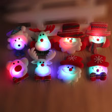 LED Glowing Natal Dekorasi Santa Claus Beruang Rusa LED Bros Tema Pin Xmas Pin Teman Hadiah Kekasih(China)
