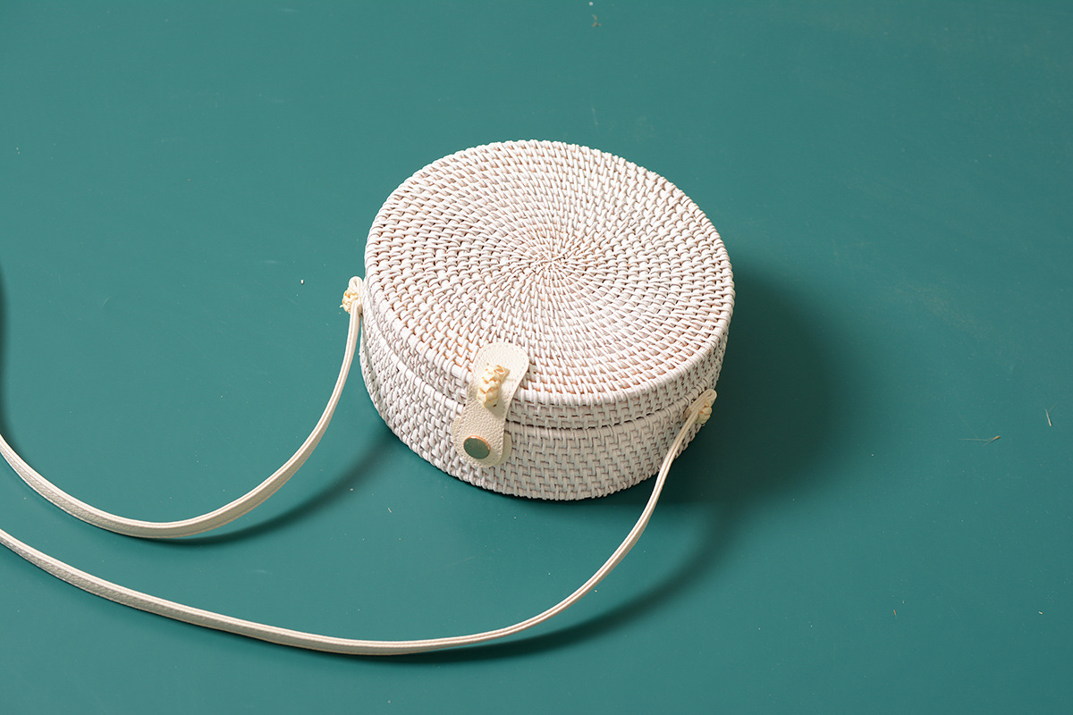 Vintage White Straw Round Bag with Leather Strap for Summer 2021,