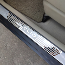 สำหรับRenault CLIO IV Clio 4 ประตูSill Scuffแผ่นGuardsรถอุปกรณ์เสริมสแตนเลสประตูSillsเหยียบรถจัดแต่งทรงผมสติกเกอร์ 2014 2019