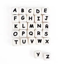 200 stücke Englisch Buchstaben Silikon Perlen Lebensmittel Grade 12mm Englisch Brief Perlen Baby Zahnen Halskette Anhänger Baby Beißringe