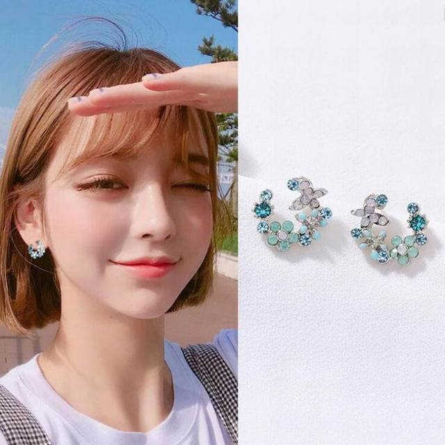 MENGJIQIAO 2018 Korean New Colorful Rhinestone Wreath Stud Earrings For Women Sweet Flower Shell Small Cirlce Brincos Gift 3