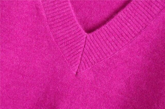 Elegant long sleeve sweater in purple