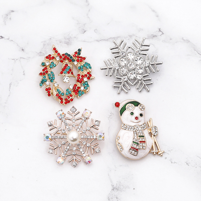 snowman elk  gifts box  gloves penguin Santa pins brooches enamel cartoon red hat merry christmas brooch party christmas gifts