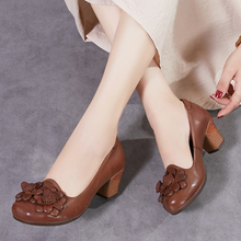 Женская обувь высокого качества; коллекция года; сезон весна-осень; обувь из натуральной кожи на высоком каблуке; женские туфли-лодочки ручной работы с цветочным узором; WA7012-5 на каблуке телесного цвета