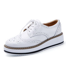 White Women Platform Sneakers Woman Designer Brogues Fashion Patent Leather Shoes Female Breathable Comfortable Flats Shoes QJ(China)