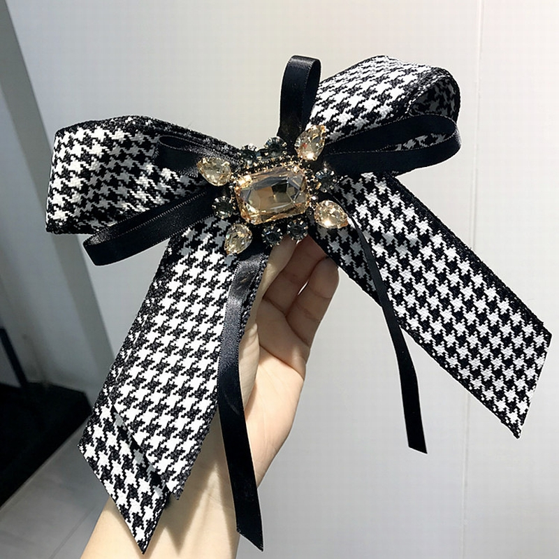 2019 New Korean Vintage College Houndstooth Rhinestone Exaggerated Big Brooch Bow Tie For Women Simple Fashion Shirt Accessories