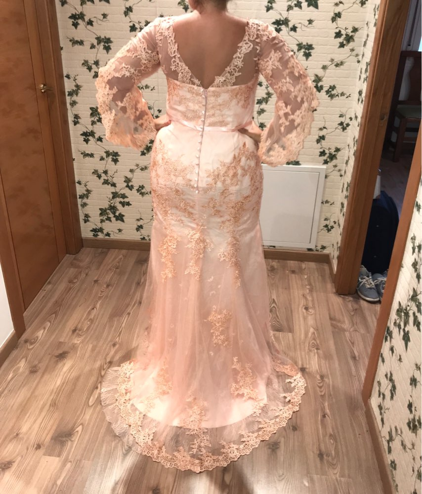 Elegant V-neck Long Sleeves Mermaid   Evening     Dresses   Lace Appliques Floor-length Tulle Prom Party   Dress   Covered Button Backstyle
