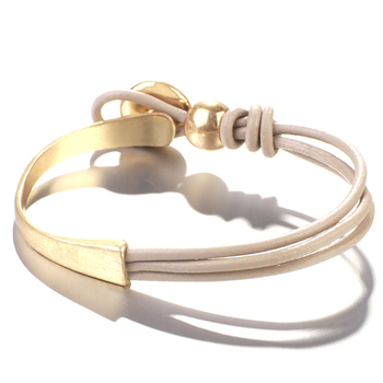 Handmade Leather jewelry store product showcase