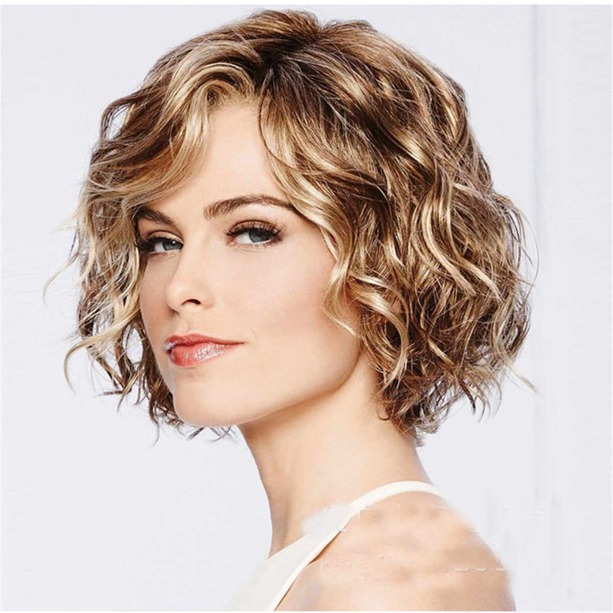 Women's Fashion Wig Short Haircut Blonde Wigs Natural Short Straight Hair Wig With Free Wig Cap Cosplay Halloween Costume