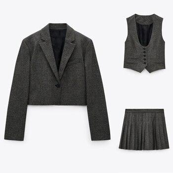 Ladies Leisure-Style Skirt Suits