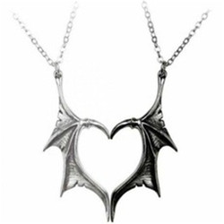 Personality Punk Heart Double Color Wing Necklace for Women Men Vinatge Fashion Statement Wing Pendant Necklace for Lovers