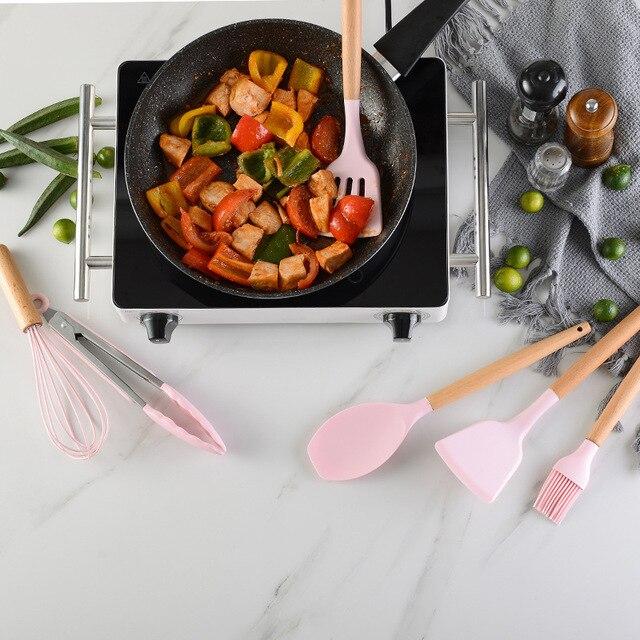 Rosa cozinhar utensílios de cozinha ferramenta de silicone com alça multifuncional de madeira antiaderente espátula concha ovo batedores pá 4