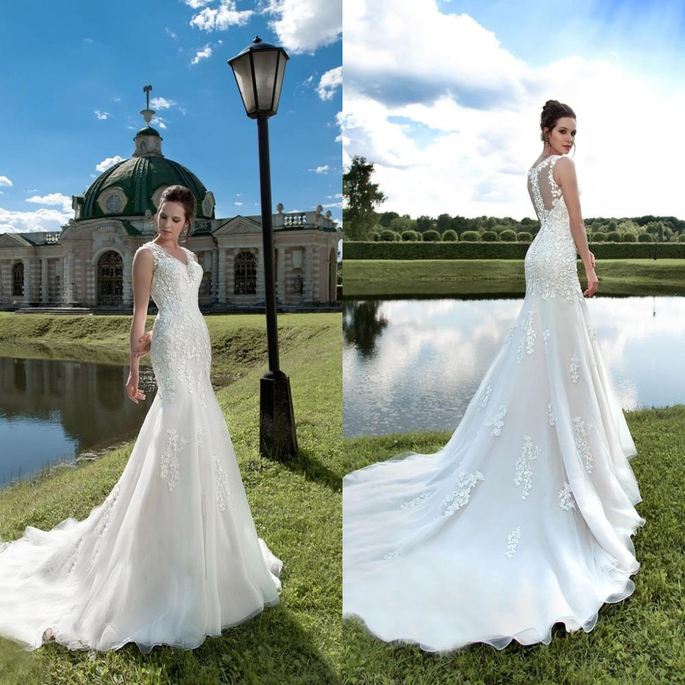 2020 Elegant Mermaid Wedding Dresses V Neck Sleeveless Lace Appliques Long Bridal Gowns Button Back Vestido De Noiva