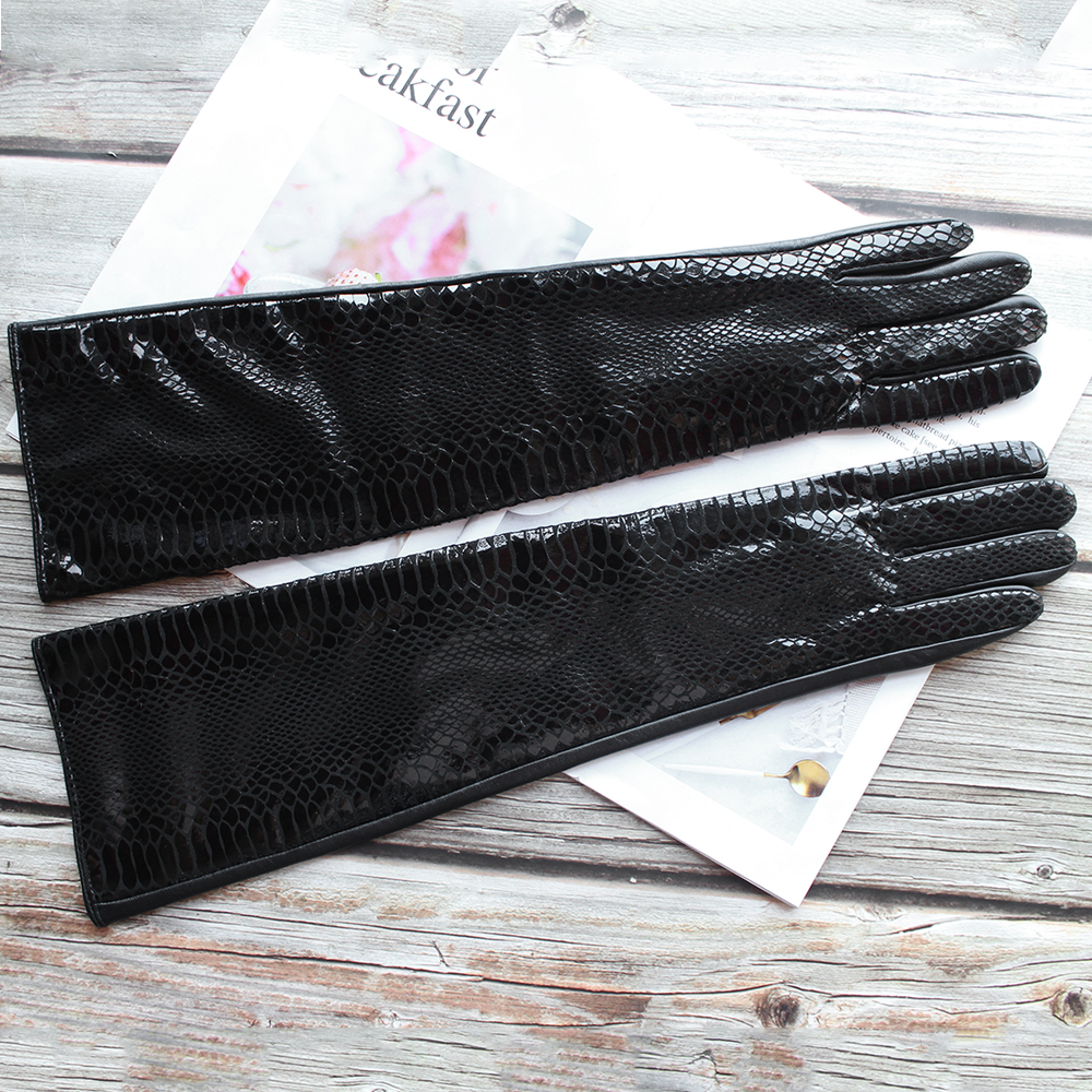 New Women's Long Snake Pattern Gloves Black Fashion Velvet Lining Winter Warmth Outdoor Travel Leather Gloves Two Colors