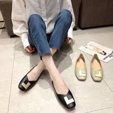 Женские туфли на плоской подошве простые с небольшим квадратным