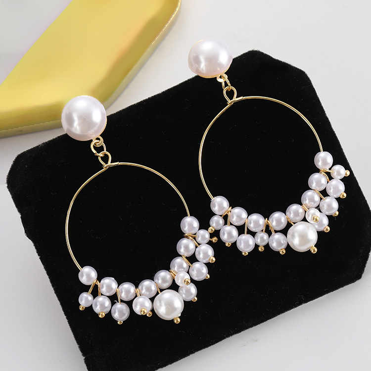 Fashionable and novel women's earrings are a hot seller of pendant earrings gifts, designed for women's party wedding accessorie