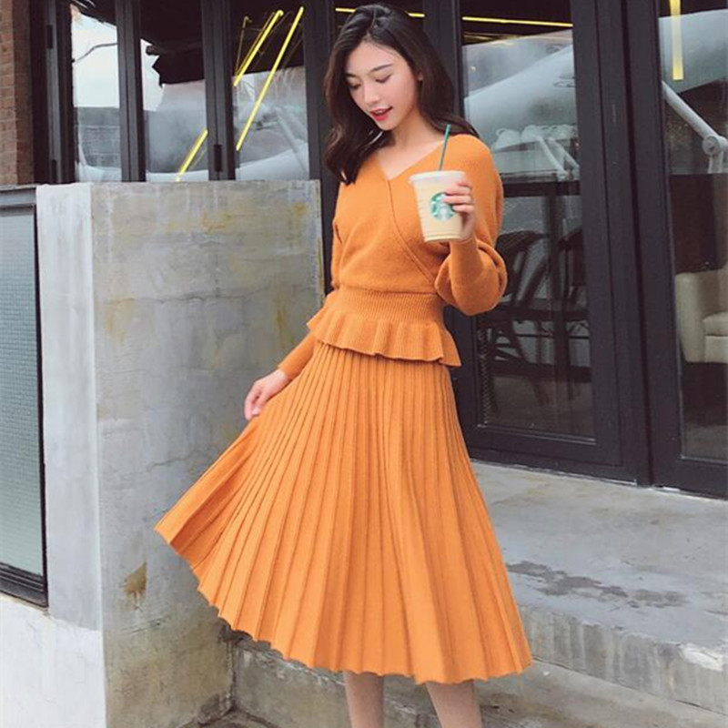 2019 New Women's Knit Sweater 2 Piece Set Fashion Batwing Sleeve Ruffled Hem V Neck Top + Pleated Skirt Suit Knitted Twins Set