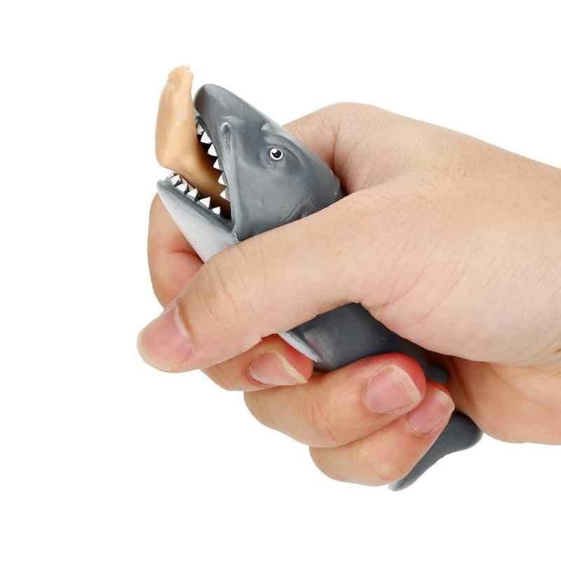 1pc anty stres wycisnąć zabawki kreatywny gryzienie nogi zabawkowy rekin plastikowe śmieszne parodia sztuczka prezent dla dzieci darmowawysyłka