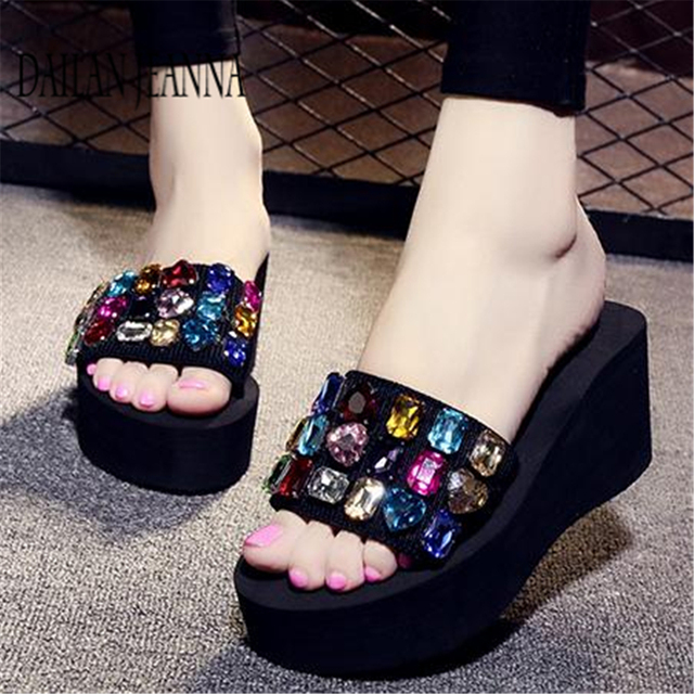 2019 outside wear skid flat bottom slipper female version fashionable leisure slipper thick platform sweet beach woman shoes new